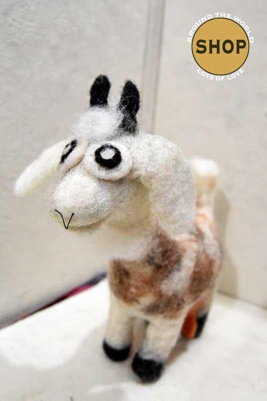Handgemaakt vilt geit. 5345. Speelgoed, dieren.