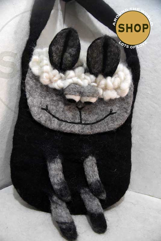 Handgemaakt vilt zwart schaap kinder schoudertas schaap 5352. Speelgoed, tas.