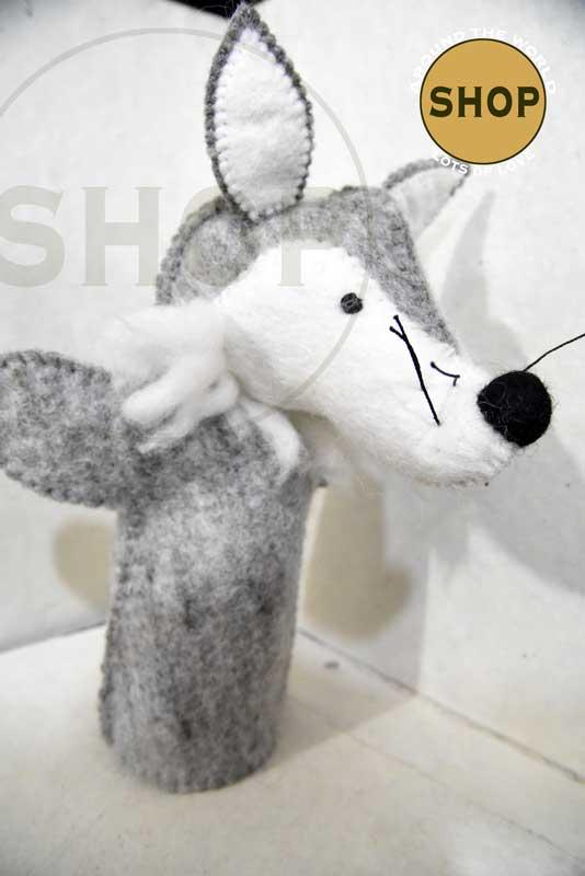 Handgemaakt vilt handpop grijze wolf 5407 Speelgoed, dieren. Shop Around the World